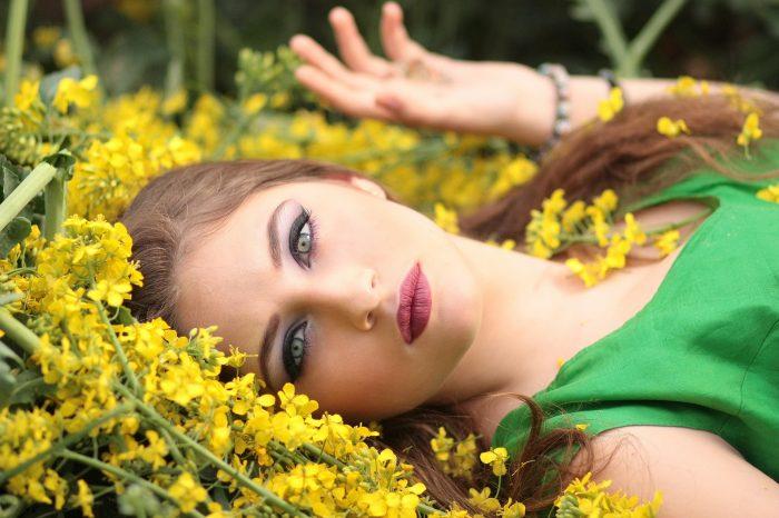 Cara Membuat Wajah dan Berdandan Natural, Cantik Alami