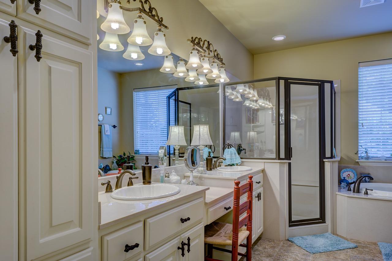 cara membersihkan kamar mandi