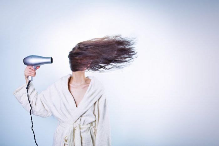 Catokan Dan Hairdryer Bikin Rambut Rusak?